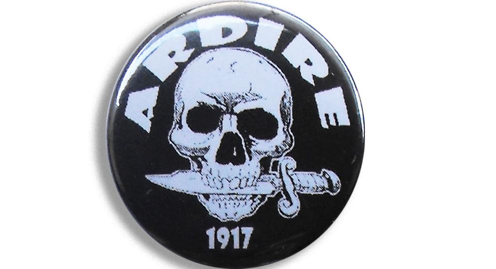BOTTON ARDIRE Pins & Stickers