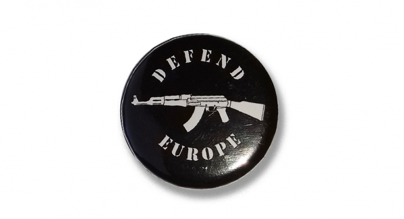 BUTTON PIN DEFEND EUROPE